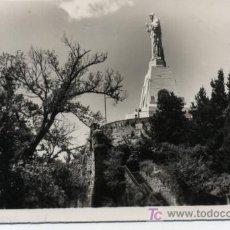 Postales: SAN SEBASTIÁN. MONUMENTO AL SAGRADO CORAZÓN EN EL MONTE URGULL.FRANQUEADO FECHA NO CLARA. Lote 14186520