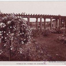 Postales: BILBAO (VIZCAYA): PÉRGOLA DEL PARQUE DEL ENSANCHE. L. ROISIN FOTÓGRAFO. NO CIRCULADA (AÑOS 30-40). Lote 24975948
