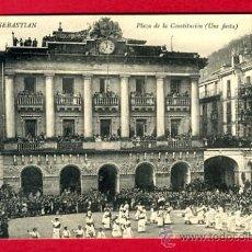 Postales: SAN SEBASTIAN, GUIPUZCOA, PLAZA DE LA CONSTITUCION, UNA FIESTA, P44831. Lote 23142846
