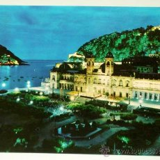 Postales: POSTAL SAN SEBASTIÁN AYUNTAMIENTO VISTA PARCIAL NOCTURNA ED BEASCOA AÑOS 60 CIRCULADA. Lote 27733347