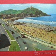 Postales: POSTAL. SAN SEBASTIÁN. AV. DEL GENERALISIMO Y PLAYA DE GROS. AÑO 1964. Lote 28299607
