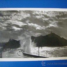 Postales: POSTAL FOTOGRAFICA CIRCULADA DE SAN SEBASTIAN,GUIPUZCOA.PASEO NUEVO EFECTOS DE SOL.GALARZA.. Lote 30395135