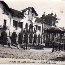 Postales: PLAZA DE SAN MARTIN DE LOINAZ. BEASAIN. FOTO ALZURI. FOTOGRÁFICA. CIRCULADA EN 1957. Lote 31462978