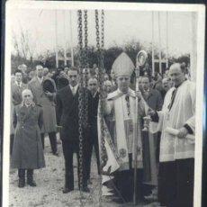 Postales: AÑO 1955.-FOTOGRAFÍA DE LA COLOCACIÓN DE LA 1ª PIEDRA DE LA OBRA SALESIANA EN INCHAURRONDO-. Lote 33026662