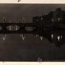 Postales: SAN SEBASTIAN. PUENTE DE STA CATALINA, DE NOCHE. CIRCULADA 1949 .. Lote 33083107