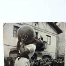 Postales: LEVANTAMIENTO DE PIEDRA . FOTO ARTURO ALAMEDA . H FOURNIER . 1966 SAN SEBASTIAN ED ARTURO DELGADO. Lote 38081803