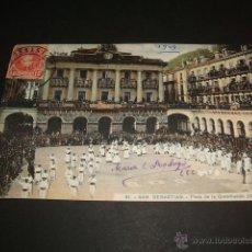 Postales: SAN SEBASTIAN GUIPUZCOA PLAZA DE LA CONSTITUCION UNA FIESTA. Lote 42464931