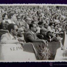 Postales: FOTO CHAPRESTO LOGROÑO. PLAZA DE TOROS DE VITORIA. GOBERNADOR CIVIL BALLESTERO Y SECRETARIO. 1948. Lote 43931162