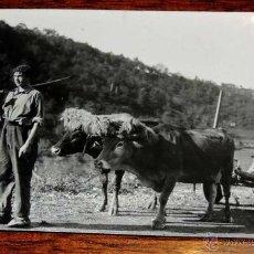 Postales: FOTOGRAFIA DE TIPODEL PAIS VASCO CON SU CARRO, MIDE 16,8 X 11 CMS. FOTOGRAFIA DEL MARQUES DE SANTA M. Lote 45037109
