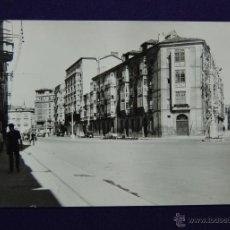 Postales: POSTAL DE VITORIA (ALAVA). Nº32 CALLE PRIMO DE RIVERA. EDICONES PARIS. AÑOS 50. Lote 46000206