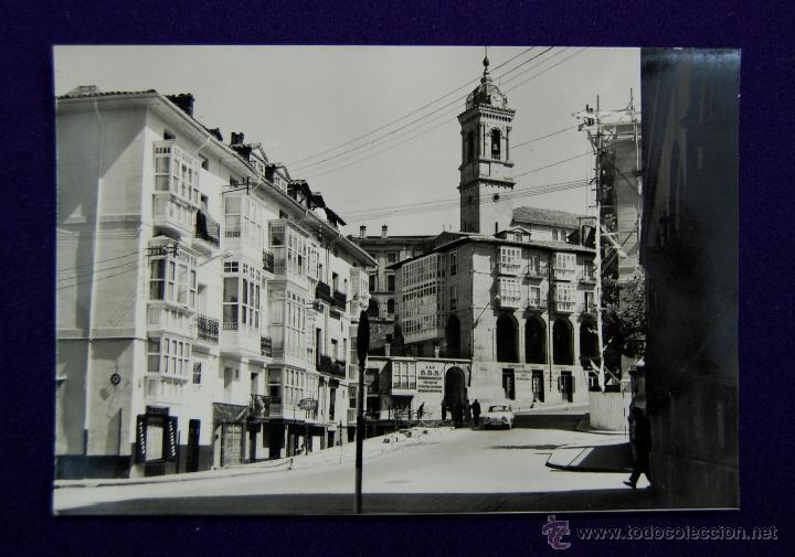POSTAL DE VITORIA (ALAVA). Nº36 CUESTA DEL BANCO DE ESPAÑA. EDICONES PARIS. AÑOS 50 (Postales - España - País Vasco Moderna (desde 1940))