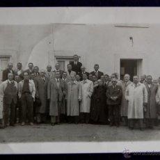 Postales: FOTOGRAFIA DE SOBRON (ALAVA). JEFES DE FALANGE,ALCALDES,GOBERNADOR CIVIL DE ALAVA, BALLESTEROS. 1950. Lote 47304591