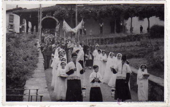 POSTAL FOTOGRÁFICA. CEREMONIA RELIGIOSA. FOTOCAR SAN SEBASTIAN. BEASAIN 1943. SIN CIRCULAR. (Postales - España - Pais Vasco Antigua (hasta 1939))