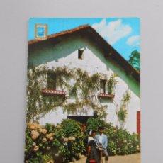 Postales: POSTAL SAN SEBASTIAN Nº 29 ESCUDO DE ORO. PAREJA TIPICA EN CASERIO VASCO. TDKP5. Lote 51437567