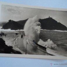 Postales: ANTIGUA POSTAL SAN SEBASTIAN MAR GRUESA EN EL CANTABRICO. Lote 51619115