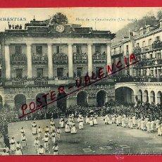 Postales: POSTAL SAN SEBASTIAN, GUIPUZCOA, PLAZA DE LA CONSTITUCION, UNA FIESTA, P81278. Lote 51960199