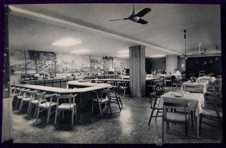 POSTAL DE VITORIA (ALAVA). HOTEL RESTAURANTE PARAMO, COMEDOR. EDICIÓN HUECOGRABADO FOURNIER. AÑOS 50 (Postales - España - País Vasco Moderna (desde 1940))