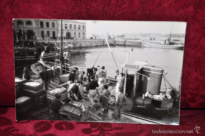 ANTIGUA FOTOGRAFIA DE SANTURCE (BILBAO). LLEGADA DE LOS PESQUEROS. (Postales - España - País Vasco Moderna (desde 1940))