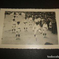 Postales: DURANGO VIZCAYA 28 DE ABRIL DE 1937 ACTO FLOKLORICO NIÑOS VASCOS DANZANDO POSTAL FOTOGRAFICA. Lote 64851815