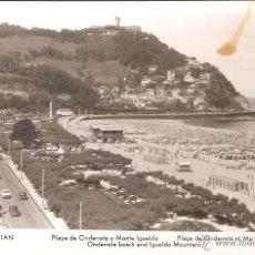 Postales: SAN SEBASTIAN, PLAYA DE ONDARRETA Y MONTE IGUELDO - MANIPEL - CIRCULADA 1957. Lote 72070635