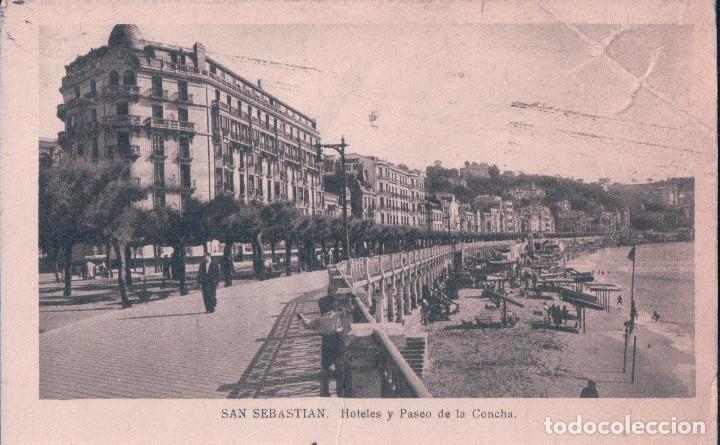 POSTAL SAN SEBASTIAN - HOETELES Y PASEO DE LA CONCHA - CIRCULADA. SELLO CENSURA MILITAR - ARRIBAS (Postales - España - Pais Vasco Antigua (hasta 1939))
