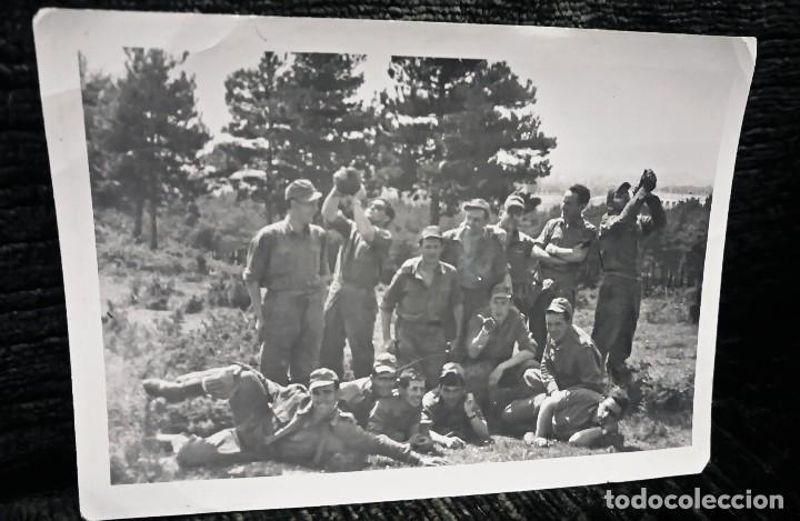 ANTIGUA FOTOGRAFÍA. SOLDADOS DE MANIOBRA. FOTO PEÑA. VITORIA. AÑOS 50. (Postales - España - País Vasco Moderna (desde 1940))