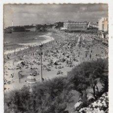Postales: BIARRITZ. LA PLAYA GRANDE. FRANQUEADA Y ESCRITA EN FEBRERO DE 1958.. Lote 92145930