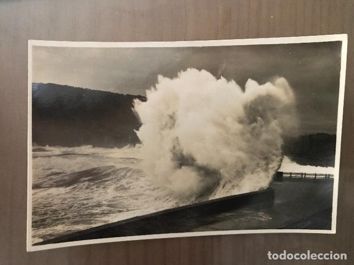 ANTIGUA POSTAL SAN SEBASTIÁN EL ROMPE OLAS GRANDES MAREAS 375 FOTO GALARZA (Postales - España - País Vasco Moderna (desde 1940))
