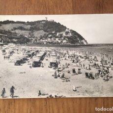 Postales: P0698 POSTAL FOTOGRAFIA SAN SEBASTIAN PLAYA DE ONDARRETA Y MONTE IGUELDO 1960. Lote 95767963