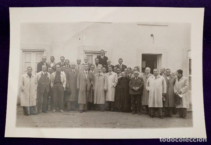 POSTAL DE SOBRON (ALAVA). CONSEJO DE JEFES LOCALES DE FALANGE Y ALCALDES. FOTO MORA. NOVIEMBRE 1950 (Postales - España - País Vasco Moderna (desde 1940))