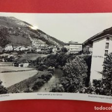 Postales: CESTONA. VISTA PARCIAL Y RIO UROLA. Lote 114998443