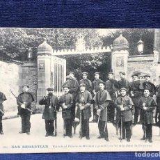 Postales: POSTAL 100 SAN SEBASTIAN ENTRADA AL PALACIO DE MIRAMAR GUARDIA MIQUELETES NO CIRCULADA NI ESCRITA. Lote 122846535