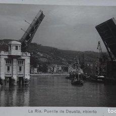 Postales: BILBAO - PUENTE DE DEUSTO ABIERTO. Lote 127818975