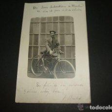 Postales: SAN SEBASTIAN RETRATO DE HOMBRE CON BICICLETA 1915 POSTAL FOTOGRAFICA CICLISMO . Lote 128075099