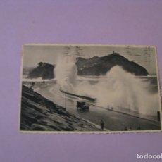 Postales: SAN SEBASTIAN. GRANDES MAREAS DEL CANTÁBRICO. FOTO GALARZA. CIRCULADA 1947.. Lote 141361874