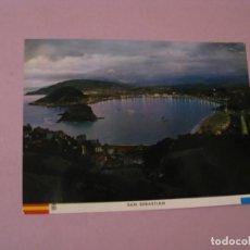 Postales: SAN SEBASTIAN. VISTA GENERAL DESDE IGUELDO. ED. MANIPEL. CIRCULADA. . Lote 141393182