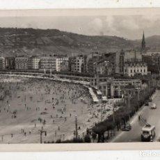 Postales: SAN SEBASTIÁN. VISTA GENERAL DE LA PLAYA. FRANQUEADA EL 17 DE AGOSTO DE 1959.. Lote 144835490