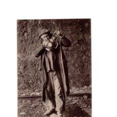 Postales: SAN SEBASTIÁN.(GUIPÚZCOA).- EL GUARDA VÍA. FERROCARRIL. Lote 148419922