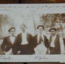 Postales: FOTO POSTAL DE GRUPO DE AMIGOS DE BILBAO, ENTRE ELLOS LOS HERMANOS EPOLZA Y JOSE LUIS ZULOAGA, A QUI. Lote 149454406