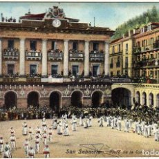 Postales: PRECIOSA POSTAL - SAN SEBASTIAN - PLAZA DE LA CONSTITUCION - MUY AMBIENTADA . Lote 155982686
