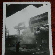 Postales: FOTO POSTAL DE LOS ALTOS HORNOS DE VIZCAYA, BILBAO, CONVERTIDORES BESSEMER, MIDE 8,5 X 6 CMS.. Lote 156981866