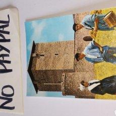 Postales: POSTAL VITORIA NO CIRCULADA TIPOS REGIONALES TXISTU TAMBORILERO NESKA NÚMERO 49 ARRIBAS TXISTULARI. Lote 166107694