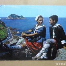 Postales: POSTAL - 055 - PAIS VASCO (PAREJA TIPICA) - ZARAUZ, AL FONDO GUETARIA - ED. FUERTES. Lote 169551788