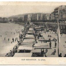Postales: SAN SEBASTIÁN, LA PLAYA - EDICIONES M. ARRIBAS - CIRCULADA AÑO 1940. Lote 175126303