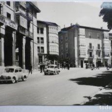 Postales: POSTAL VITORIA .-CUESTA S.FRANCISCO-COCHES. Lote 176335972