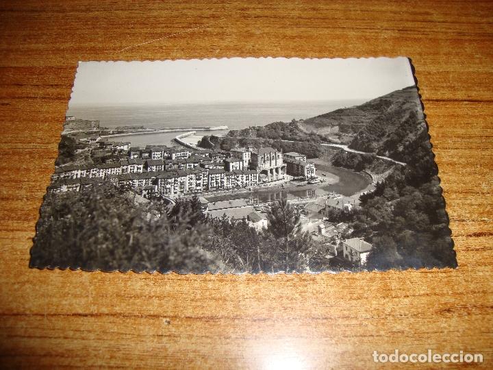 (ALB-TC-202) POSTAL ONDARROA VISTA PARCIAL Y ENTRADA DEL PUERTO (Postales - España - País Vasco Moderna (desde 1940))