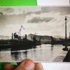 Postales: POSTAL BILBAO PUENTE BASCULANTE DEL GENERALÍSIMO 1959 ESCRITA Y SELLADA. Lote 182755442