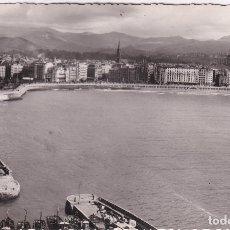 Postales: SAN SEBASTIÁN - LA BOCA DEL PUERTO. LOS HOTELES DE LA CONCHA Y LOS PIRINEOS / 1954. Lote 182998205