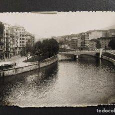 Postales: BILBAO-PUENTE DE LA MERCED-AUTOBUS-POSTAL FOTOGRAFICA ANTIGUA-ARCHIVO ROISIN-(64.569). Lote 184028093