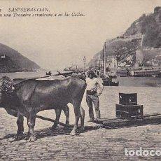 Postales: GUIPUZCOA SAN SEBASTIAN BUEYES ATADOS A UNA TRAINERA ARRASTRANDO EN LAS CALLES ED. ND Nº 19. Lote 185957326